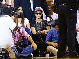 Justin Bieber Surrounded by Girls at Miami Nightclub | Justin Bieber