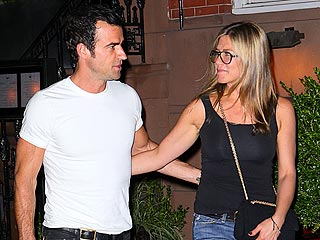 Jennifer Aniston Throws Star-Studded Birthday Party for Justin Theroux | Jennifer Aniston, Justin Theroux
