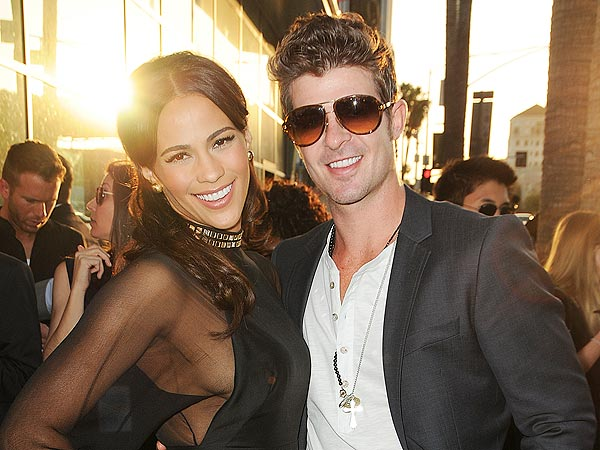 Robin Thicke & Paula Patton's Romantic Dinner: Kissing & Crab Legs