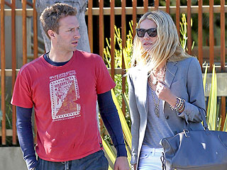 Gwyneth Paltrow and Chris Martin Laugh and Drink Together at Art Exhibit