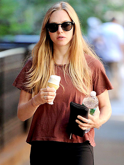 5. … AND SHE EATS!  photo | Amanda Seyfried