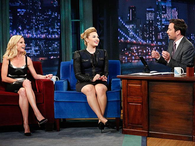 photo | Demi Lovato, Jimmy Fallon, Julie Bowen