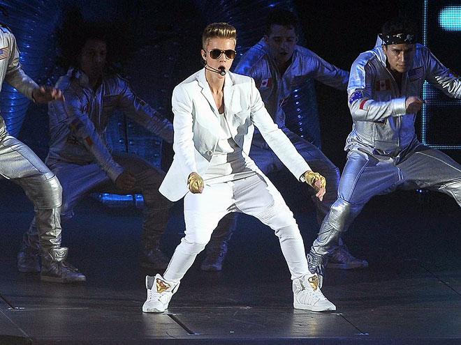 3. Fans Fume at Concert photo   Justin Bieber