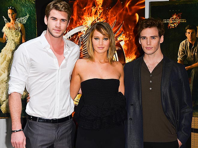 FEAST YOUR EYES photo | Jennifer Lawrence, Liam Hemsworth