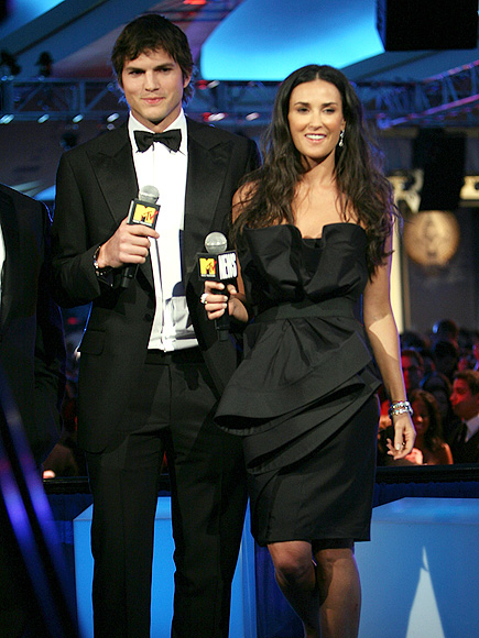 ASHTON KUTCHER & DEMI MOORE photo | Ashton Kutcher, Demi Moore