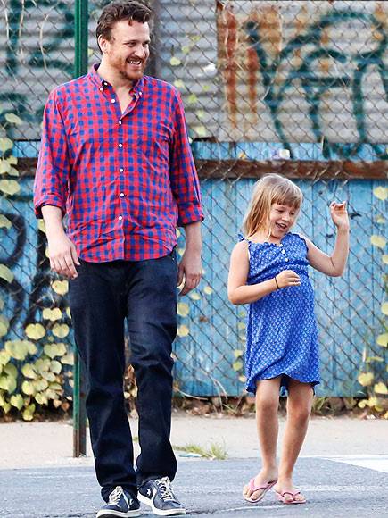 2. HE TOOK TO DADDY DUTY WITH EASE photo | Jason Segel, Michelle Williams