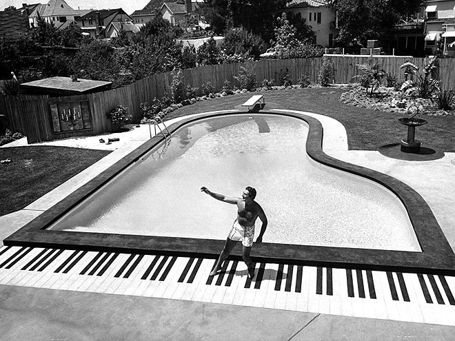 LARGER THAN LIFE photo   Liberace