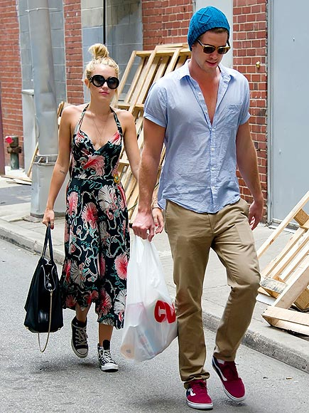 PHILADELPHIA photo | Liam Hemsworth, Miley Cyrus