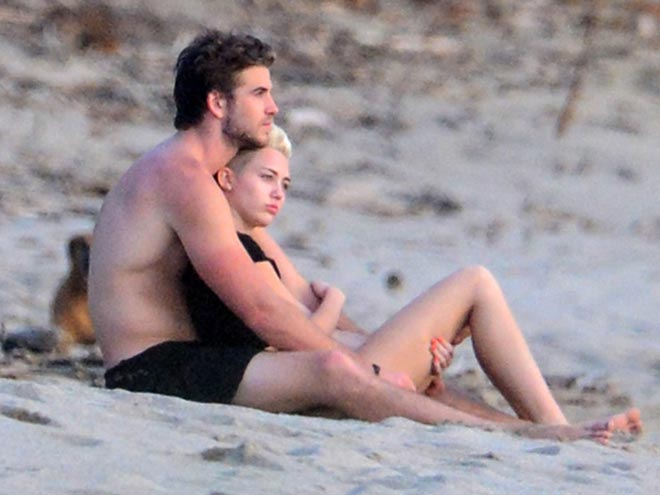 COSTA RICA photo | Liam Hemsworth, Miley Cyrus