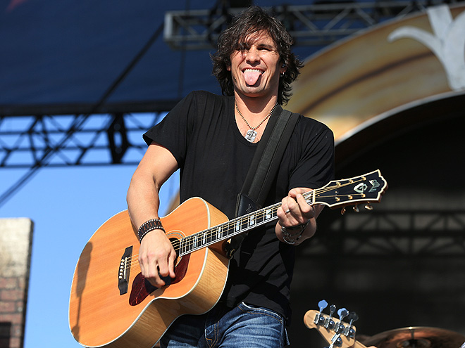 TONGUE-TIED photo | Joe Nichols