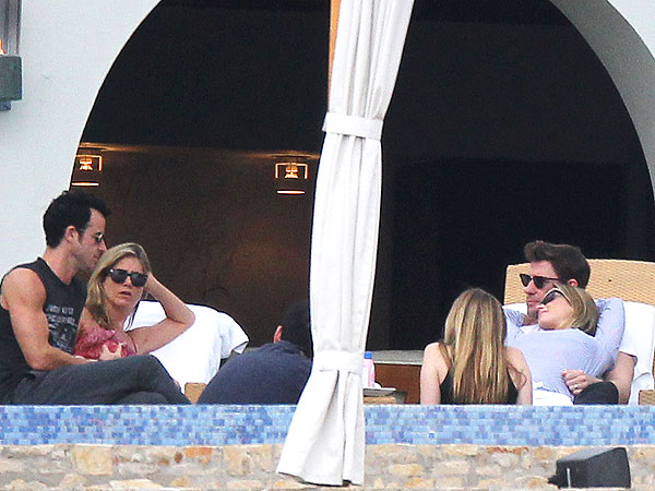 Jennifer Aniston and Justin Theroux Make It a Couples' Getaway in Cabo