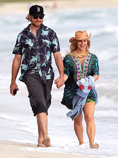 Pregnant Jessica Simpson Beams on the Beach in Hawaii, Tweets &#39;Aloha&#39; | Eric Johnson, Jessica Simpson