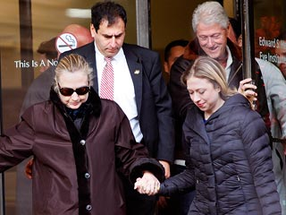 Hillary Clinton Back at Home to Recover from Blood Clot
