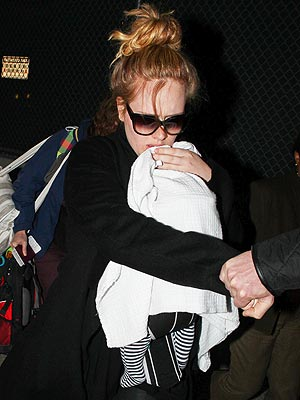 Adele Arrives in Los Angeles for the Golden Globe Awards