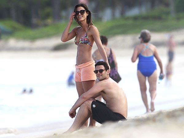Justin Bartha Is Dating Trainer Lia Smith