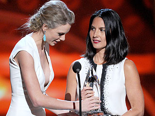 Again? Taylor Swift Gets Kanye'd at People's Choice Awards