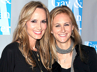 Chely Wright Welcomes Identical Twins