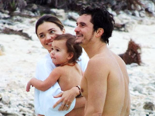 PHOTO: Miranda, Orlando & Baby Flynn Hit the Beach! | Miranda Kerr, Orlando Bloom