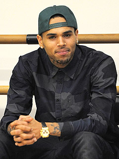 Chris Brown Crashes Car During Paparazzi Chase | Chris Brown