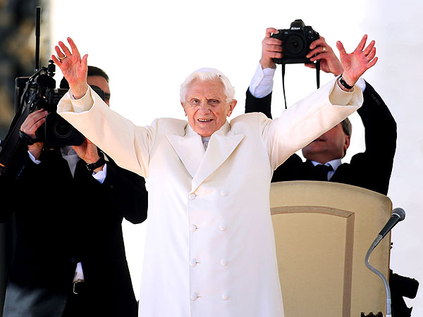 Pope Benedict XVI Final Mass Before 55,000