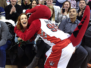 PHOTO: Rachel McAdams Finds Unlikely Suitor at Toronto Raptors Game | Rachel McAdams