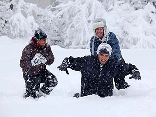 PHOTO: President Obama and His Girls Play in the Snow (Wait, What Snow?)