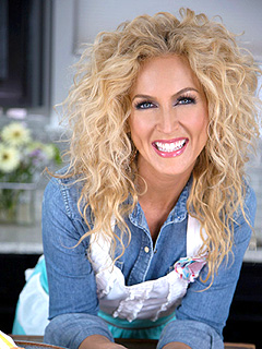 Little Big Town's Kimberly Schlapman Cooks Up Savory Chicken & Citrus Salad