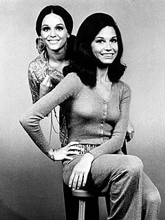 Mary Tyler Moore &#39;Absolutely Devastated&#39; by Valerie Harper&#39;s Cancer News | Mary Tyler Moore, Valerie Harper