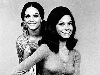 Mary Tyler Moore 'Absolutely Devastated' by Valerie Harper's Cancer News | Mary Tyler Moore, Valerie Harper