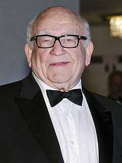 Ed Asner, 83, Hospitalized After Troubles Onstage | Ed Asner