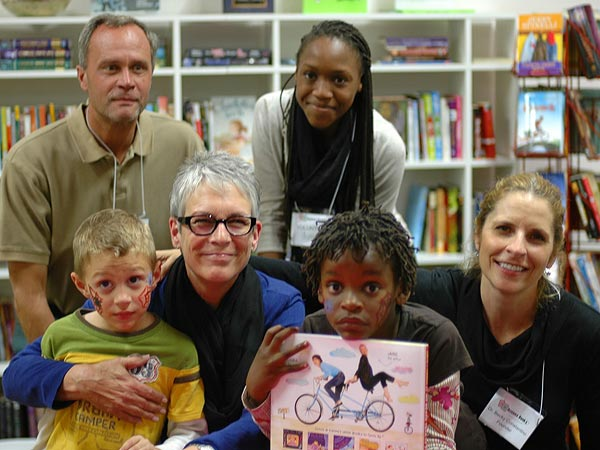 Rebecca Constantino Brings Books to Disadvantaged Schools| Heroes Among Us, Good Deeds, Real People Stories, Real Heroes
