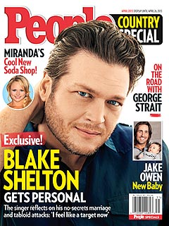 Go Backstage with Blake Shelton – as He's Mobbed by Female Fans!