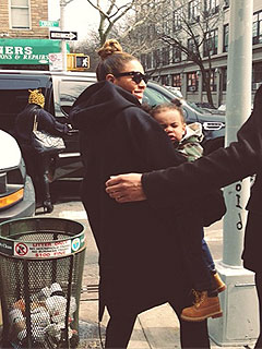 PHOTO: Beyonc&#233; & Blue Ivy Step Out for Lunch in Brooklyn | Beyonce Knowles