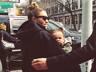PHOTO: Beyoncé & Blue Ivy Step Out for Lunch in Brooklyn | Beyonce Knowles