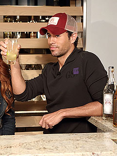 Enrique Iglesias&#39;s Easter Cocktail Makes the Holiday Feel Like Vacation