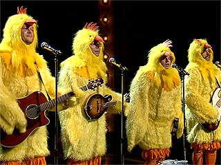 VIDEO: A Cluckin&#39; Good Time with Jimmy Fallon and Blake Shelton