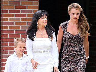 PHOTO: Britney Spears Attends Easter Services with Her Family | Britney Spears