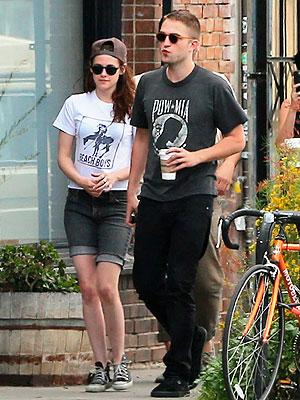 Robert Pattinson and Kristen Stewart Cuddle over Lunch