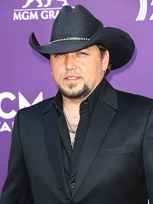 Jason Aldean Wins at ACM Awards; Talks About The Voice & American Idol
