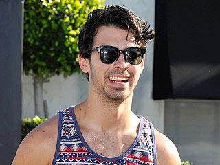Joe Jonas & The Bachelor's Catherine Giudici Party with Pals at Coachella
