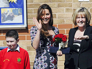 Kate Meets Students, Executive Dog at Manchester School | Kate Middleton