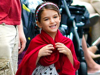 Ouch! Suri Cruise Breaks Her Arm | Suri Cruise
