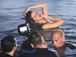 Selena Gomez Strips Down for 'Come & Get It' Video Shoot | Selena Gomez