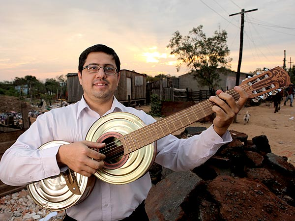 Favio Chavez Helps Children Make Music – Out of Trash| Heroes Among Us, Good Deeds, Real People Stories, Real Heroes