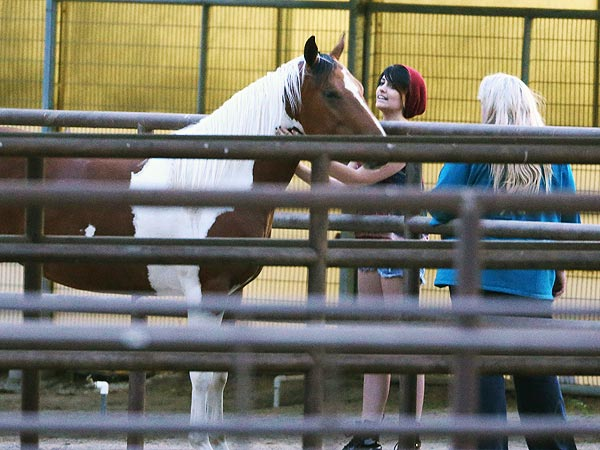 Paris Jackson Bonds with Mom Debbie Rowe at a Horse Farm| Debbie Rowe, Michael Jackson, Paris Jackson