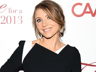 Sarah Chalke Recalls Her Run-in With a Glass Wall