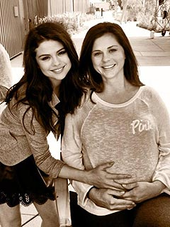 PHOTO: Selena Gomez Debuts Mom's Baby Bump