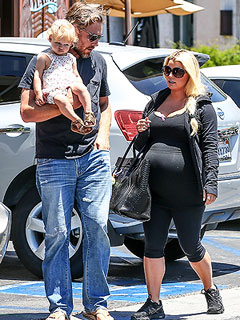 PHOTO: Jessica Simpson Steps Out for Family Lunch Date