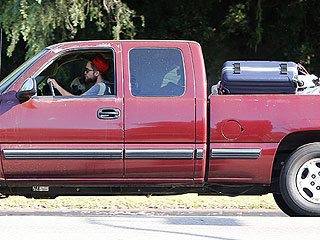PHOTO: Robert Pattinson Moves Belongings Out of Kristen Stewart's House | Robert Pattinson