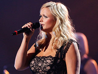 VIDEO: Miranda Lambert Breaks Down at Oklahoma Benefit Concert | Miranda Lambert